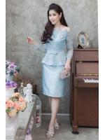 (Size M,L,XL,2XL) ชุดไปงานแต่งงาน ชุดไปงานแต่งสีฟ้า Set เสื้อเปิดไหล่ผ้าไหม แต่งลูกไม้แขนยาวเอวระบาย มาพร้อมกับกระโปรงผ้าไหมสีพื้นอย่างดี
