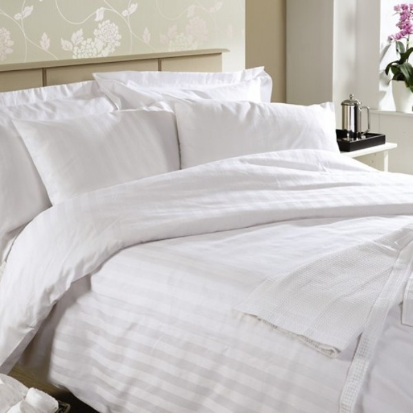 ผ้าปูที่นอน ไม่รัดมุม ผ้าCotton100% 250เส้นด้าย สีขาว 110*110นิ้ว 1ชิ้น ผืนละ 770 บาท ส่ง 20ผืน