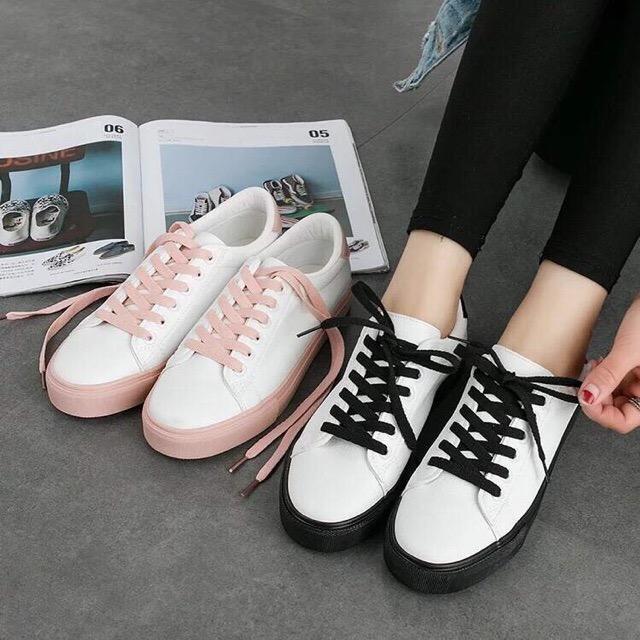 รองเท้าผ้าใบหนังนิ่มสีขาว ได้เชือก 2 สี [พร้อมส่ง]