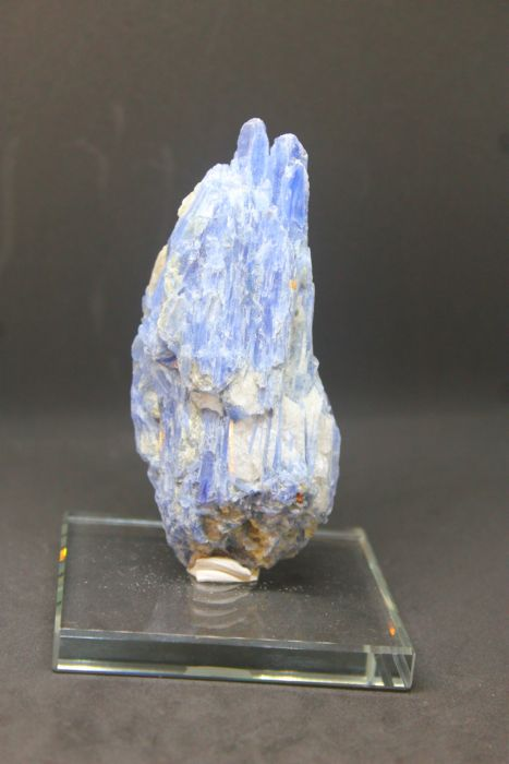 ไคยาไนท์ ( Kyanite )