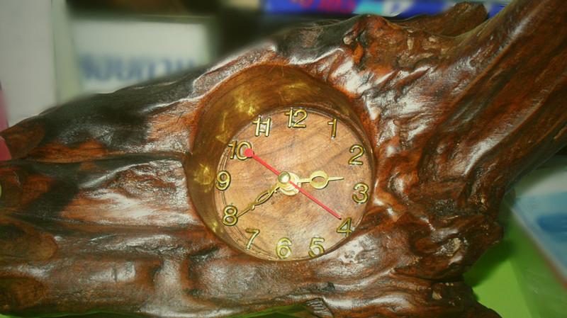 นาฬิกาตั้งโต๊ะไม้สัก