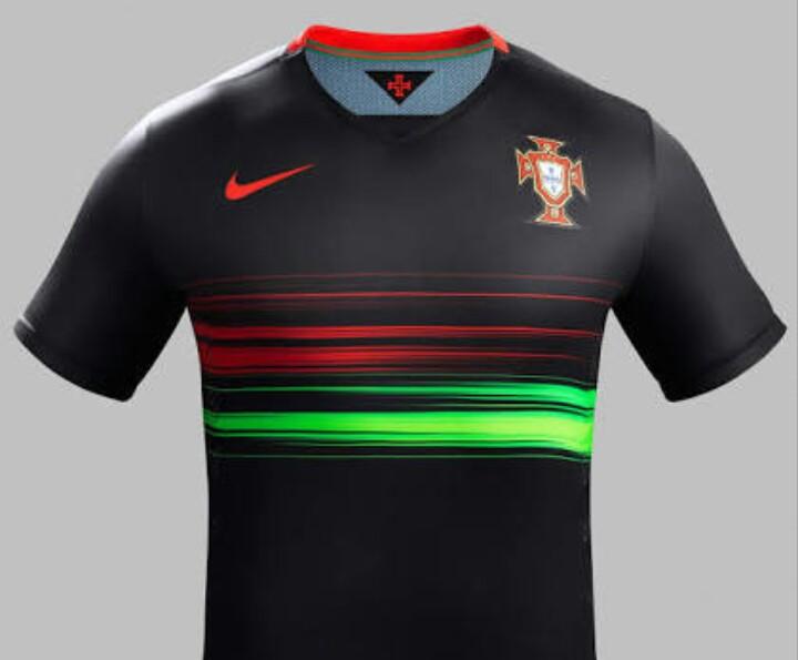 ชุดบอลทีมชาติ โปรตุเกส เหย้า 2015