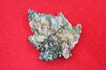 โรโดไนต์ (Rhodonite) จี้ใบเมเปิ้ล