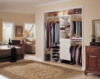 การจัดห้องเช่าให้น่าอยู่: จัดตู้เสื้อผ้า