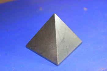 ปิรามิด ( Pyramis ) หิน Pyrite