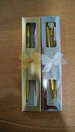 ของชำร่วยปากกาเงิน-ทองในกล่องกระดาษ