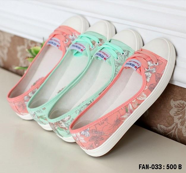 รองเท้าผ้าใบแฟชั่นผู้หญิง ขนาด 35-39 (พรีออเดอร์)