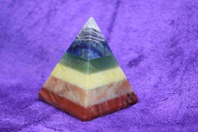 ปิรามิดหินสี 7 จักระ ( Cakra Pyramis )