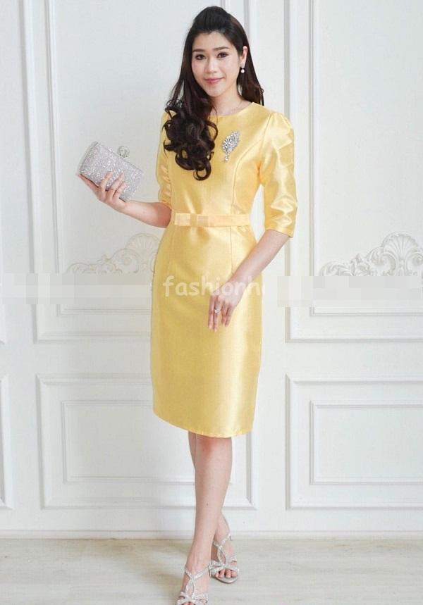 (Size 2XL) ชุดไปงานแต่งงาน ชุดไปงานแต่งสีเหลือง ผ้าไหมแขนสามส่วน ทางร้านใช้ผ้าไหมอย่างดีที่สุด งานเย็บดีมีซับในทั้งตัวนะคะ ใส่ง่ายเป็นทรงสวยสุดๆ