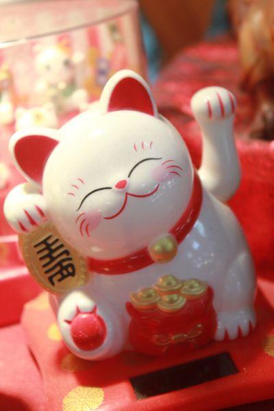 แมวกวักนำโชค ( Maneki Neko )