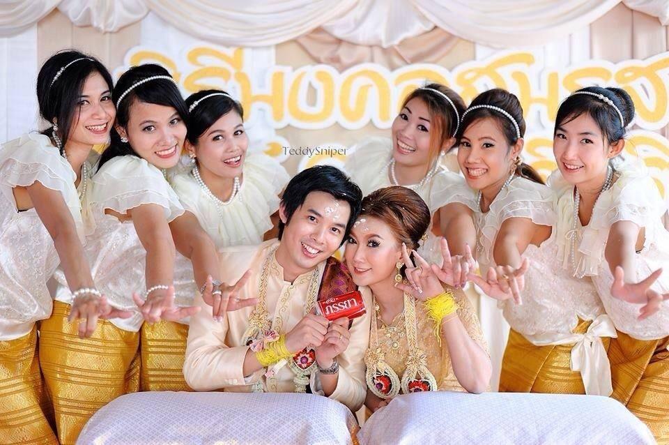 ชุดไทยเพื่อนเจ้าสาว ร.7 สีครีมให้เช่า 350 บาท