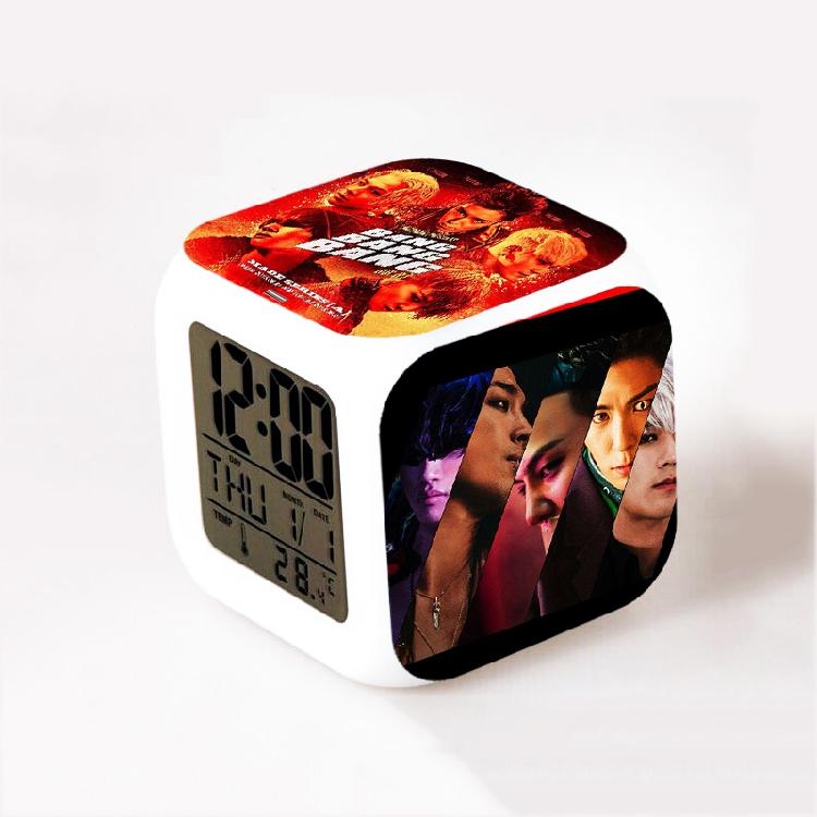 นาฬิกาตั้งโต๊ะ LED - Bigbang BANG BANG