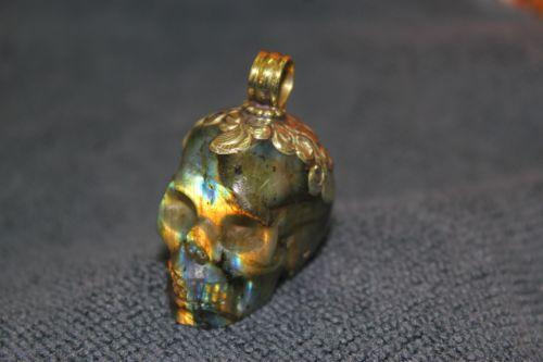 กะโหลกแก้วลาบาโดไลท์ ( Labradorite Crystal Skull )