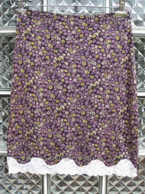 กระโปรงแฟชั่น สีม่วง ลายดอกไม้น่ารัก เย็บลูกไม้ที่ชายกระโปรง