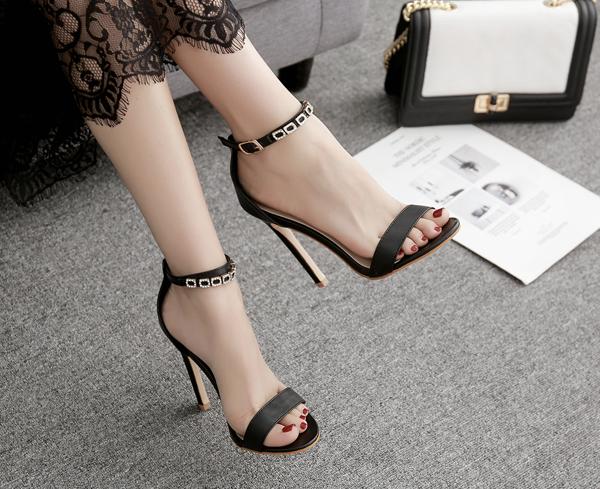รองเท้าส้นสูงแบบเรียบแต่สวยหรูสีดำ ไซต์ 35-40