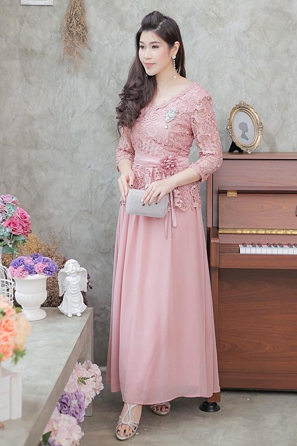 (Size M) ชุดไปงานแต่งงาน ชุดไปงานแต่ง สีชมพูกะปิ Maxi Dress ลูกไม้คอวีแขนสามส่วน ชุดนี้ทางร้านใช้ลูกไม้เนื้อดีเกรดพรีเมี่ยม แถมเข็มกลัดดอกไม้