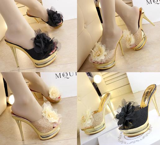 รองเท้าส้นสูงแบบสวมแต่งกุหลาบผ้าสีดำ /ทอง ไซต์ 34-38