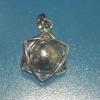 จี้อุกาบาตกีเบียนในกรอบดาวเมอร์คาบา ( Meteorite Gibeon )