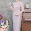 (Size L,XL, 2XL,3XL,4XL,5XL) ชุดแม่เจ้าสาว ชุดแม่เจ้าบ่าว ชุดไปงานบุญงานบวชสีชมพู Set เสื้อผ้าไหมแต่งลูกไม้เอวระบาย มาพร้อมกระโปรงผ้าไหมสีพื้นเกรดพรีเมี่ยม ตัดเป็นทรงสอบผ่าหลังผ้าสวยมากๆคะ