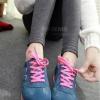รองเท้าผ้าใบกำมะหยี่ สีน้ำเงินแถบชมพู ยอดฮิต