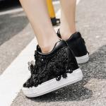 รองเท้าผ้าใบเสริมส้นสีขาวลูกไม้ /ดำ ไซต์ 35-41