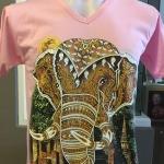 เสื้อยืดคอวี ลายหัวช้าง (เสื้อสีชมพู)