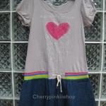 เดรสแขนตุ๊กตา ปักรูปหัวใจสีชมพูตรงกลางน่ารัก ตรงกระโปรงเป็นผ้ายีนส์