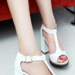 รองเท้าหนัง PU สีขาว จากเกาหลี