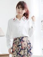 (สีขาว)เสื้อเชิ้ตแฟชั่นเกาหลี สีขาว แขนยาว คอปกปักดอกไม้สีแดง ผ่ากระดุมหน้า(ใหม่ พร้อมส่ง) ร้าน Ladyshop4u