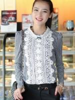 (สีขาวดำ)เสื้อแฟชั่นเกาหลีทำงานออฟฟิศ ด้านหน้าเป็นผ้าลูกไม้ คอกลม เสื้อเป็นผ้ามัน ประดับพลอยที่คอ ซิปหลังครึ่งตัว เสื้อสีขาว ( ใหม่ พร้อมส่ง) ร้าน LadyShop4U