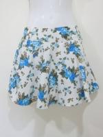 (สีฟ้า) กางเกงกระโปรง กางเกงใส่เที่ยว พื้นที่ขาว ลายดอกไม้ สีฟ้า สวย ดูดี (ใหม่ พร้อมส่ง) LadyShop4U