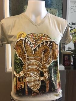 เสื้อยืดคอวี ลายหัวช้าง (เสื้อสีเทา)