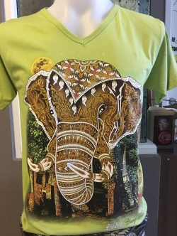 เสื้อยืดคอวี ลายหัวช้าง (เสื้อสีเขียว)