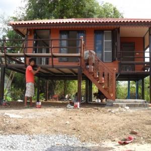 บ้านน็อคดาวน์ : 4*6 ยกสูง พร้อมระเบียง 2*3เมตร