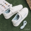 YUANBO รองเท้าผ้าใบหนังนิ่มสีขาวคาดสีฟ้า ได้เชือก 2 คู่(สีขาว+สีฟ้า) thumbnail 9