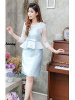 (Size L,XL) ชุดไปงานแต่งงาน ชุดไปงานแต่งผ้าไหม สีฟ้า Set เสื้อผ้าไหมคอวีแขนสามส่วน แต่งลูกไม้ออแกนดี้ งานละเอียดสวยปราณีตสุดๆเลยคะ ด้านในเย็บซับในอย่างดี รุ่นนี้มาในลุคสาวสังคมชั้นสูงดูหรูหราแต่ใส่ง่ายมากคะ