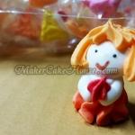 ตุ๊กตาไอซิ่งรูปเด็กผู้หญิงถือดอกไม้ ( 20 ชิ้น )