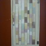 ตู้ติดผนังลายไม้สลับสี