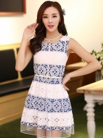 (สีน้ำเงิน) ชุดเดรสแซกสั้นแฟชั่นเกาหลี ลายฉลุ สีน้ำเงิน คอกลม แขนกุด กระโปรงบาน พร้อมเข็มขัด(ใหม่ พร้อมส่ง) ร้าน Ladyshop4u