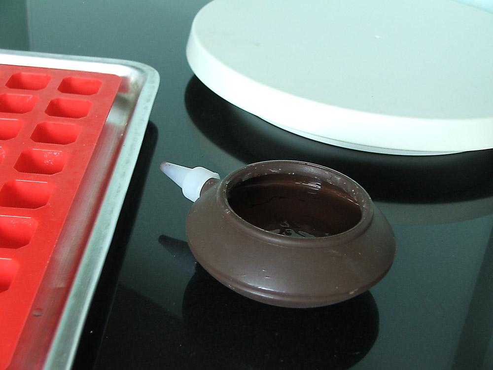 หัวบีบมาการองละลายช็อกโกแลตในไมโครเวฟ